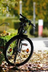 Mit dem e-Bike können Menschen im Alter weite Strecken zurücklegen