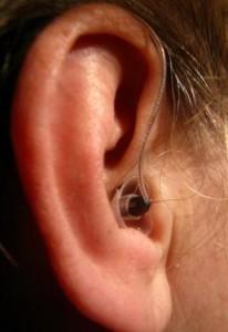 Wer digitale Hörgeräte nutzt hat gegenüber alten Versionen viele Vorteile