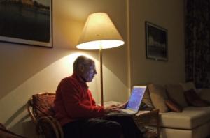 Auch Senioren können sich mithilfe des Internets einen Weg ins Internet bahnen