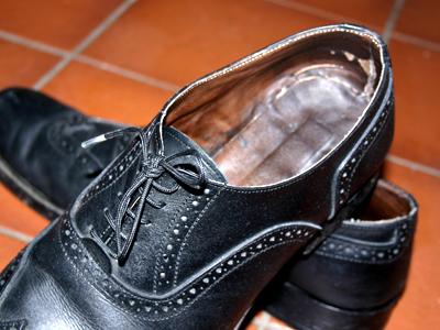 Bei Fußfehlstellungen hilft eine spezielle Schuheinlage