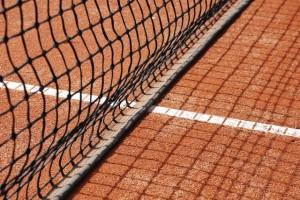 Senioren schwingen den Tennis Schläger für Ihr Leben gern