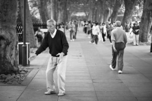 Mit den richtigen Gymnastikübungen halten sich Senioren dauerhaft fit