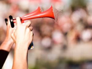 Ohrgeräusche können stören - und Tinnitus bedeuten weshalb sich Betroffene mit Verdachtsmoment dringend untersuchen lassen sollten