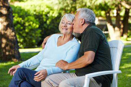 Die Mode für Senioren fällt 2014 betont farbenfroh und leger aus