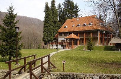 Spezielle Seniorenresidenzen liegen meist in Waldgebieten. Diese Immobilien eigenen sich besonders als Rückzugsort