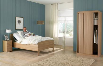 hohe betten fr senioren weies schubkasten bett in bergren erhltlich liverpool von hohe betten. Black Bedroom Furniture Sets. Home Design Ideas